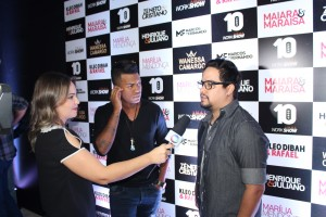 Kleo Dibah & Rafael sendo entrevistas pela Record