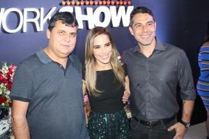 Wander de Oliveira com a nova contratada Wanessa Camargo e seu marido Marco Buaiz