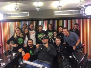 """Nos estúdios da Rádio Jovem Pan, com Emilio Surita, Bola, Fabio Rabin e outros integrantes do """"Pânico"""""""